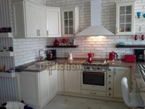 3 2 300x225 - Галерея кухонь из массива