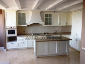 3 300x225 - Галерея кухонь из массива