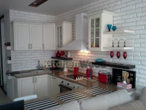 4 300x225 - Галерея кухонь из массива