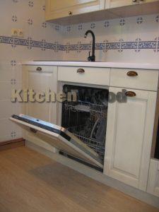 IMG 7282 225x300 - Галерея кухонь из массива