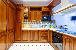 Screenshot 3 1 300x197 - Галерея кухонь из массива