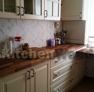 stoleshnica nabornaya 02 300x296 - Галерея кухонь из массива
