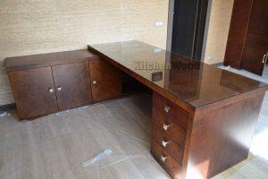 dsc 2505.jpg 300x200 - Столы из массива дерева на заказ