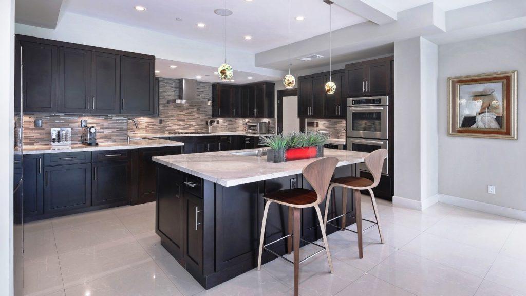 design kitchen kukhnia stol mebel osobniak svetilnik kartina 1024x576 - Цена на кухни из дерева