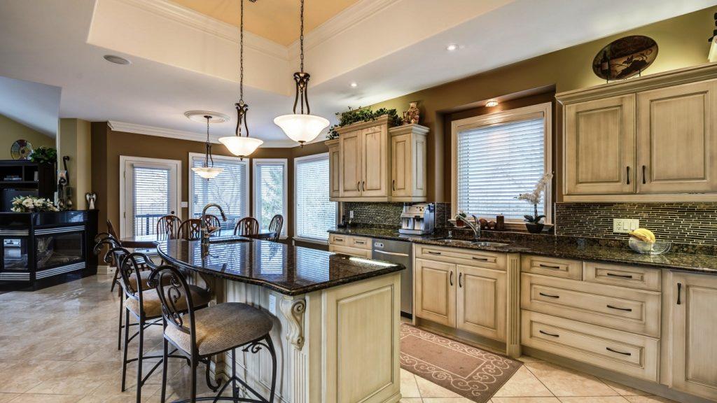 kuhnya mebel stulya dizayn 1024x576 - Цена на кухни из дерева